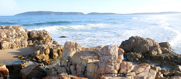 PLETTENBERG BAY IS KNOWN FOR BEAUTIFUL SANDY BEACHES AND MAJESTIC SUNRISES AND SUNSETS